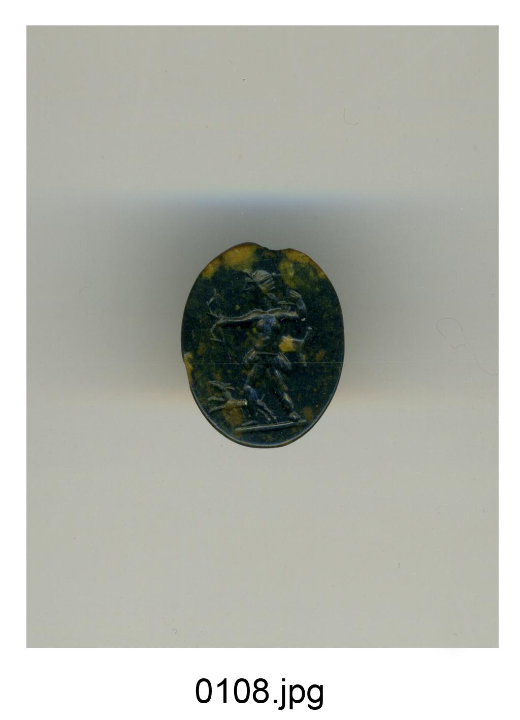 Diana cacciatrice con arco e faretra, accompagnata da un cane (gemma) - produzione romana (sec. I)