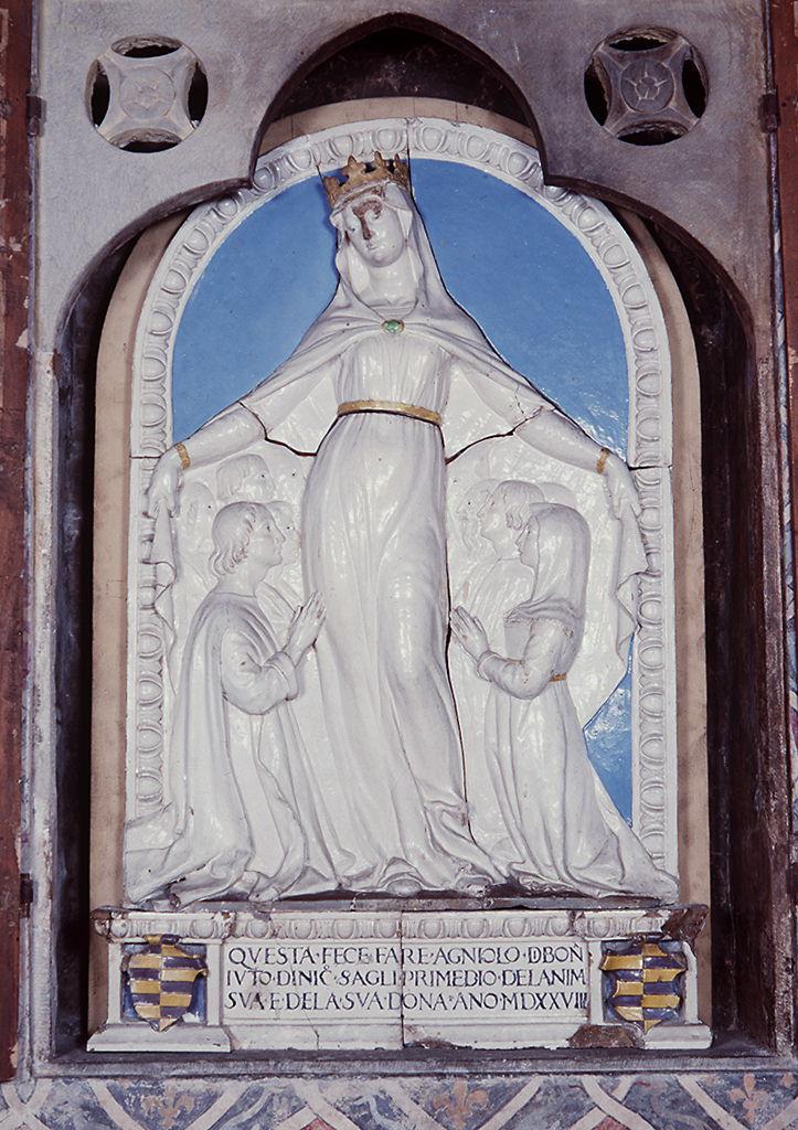 Madonna della Misericordia, stemma gentilizio di Angelo di Bonaiuto di Niccolò Serragli (rilievo) di Della Robbia Andrea (bottega), Della Robbia Marco (sec. XVI)