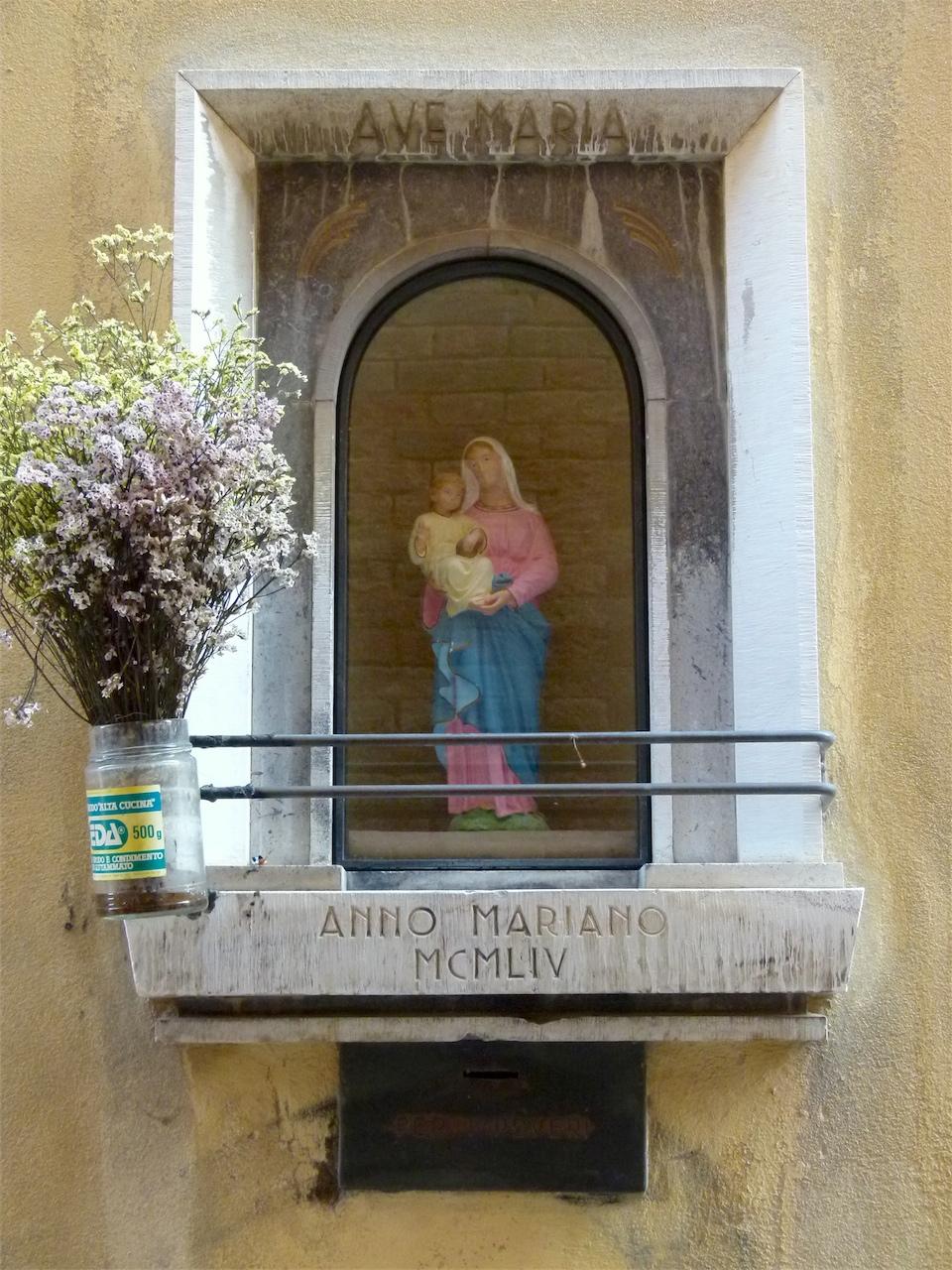 Madonna con Bambino (tabernacolo, opera isolata) - ambito veneziano (terzo quarto sec. XX)