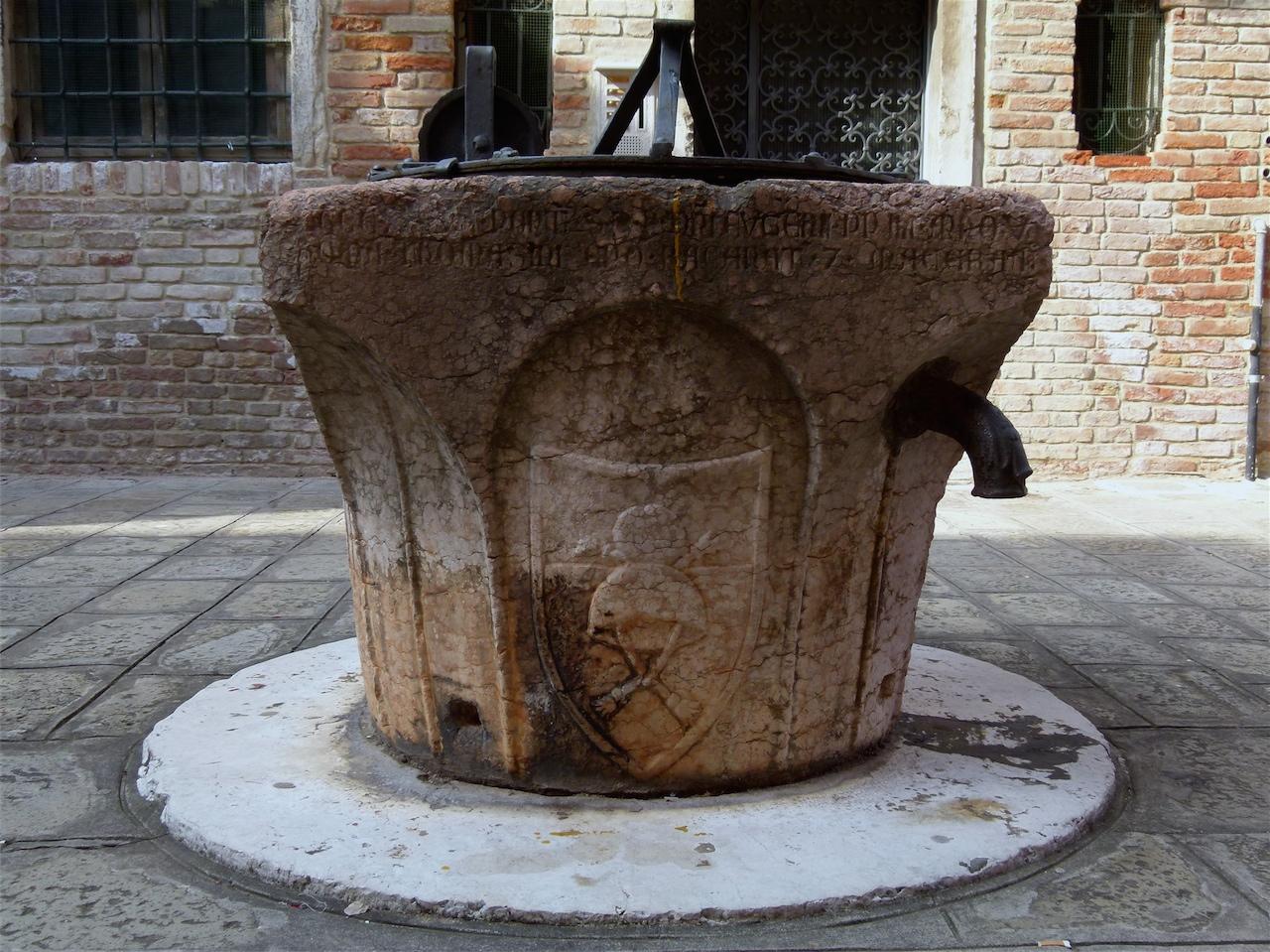 stemmi gentilizi (vera da pozzo, opera isolata) - ambito veneziano (sec. XV)