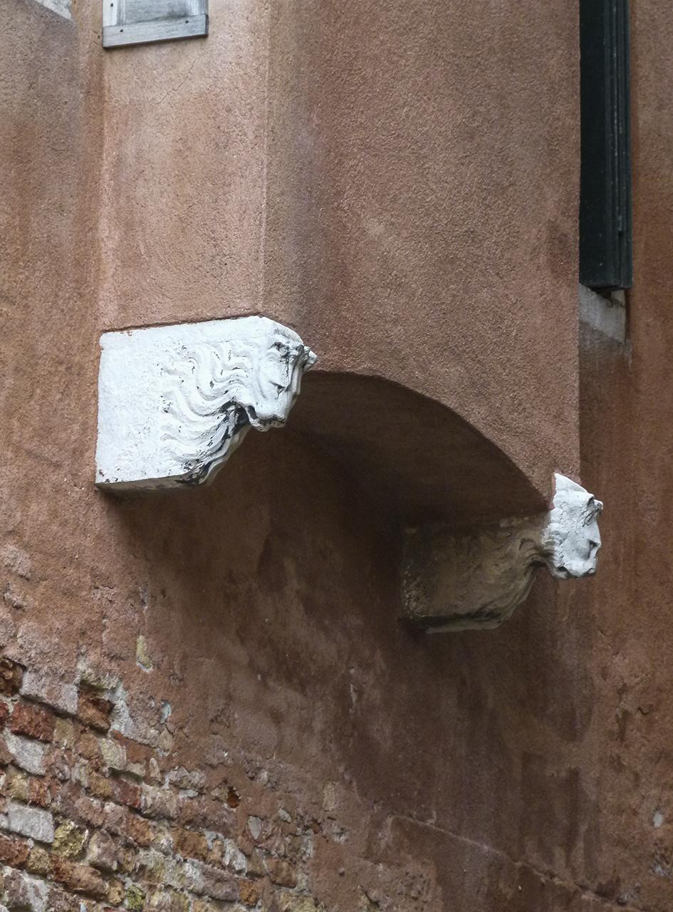 testa di leone (mensola architettonica, coppia) - ambito veneziano (sec. XV)