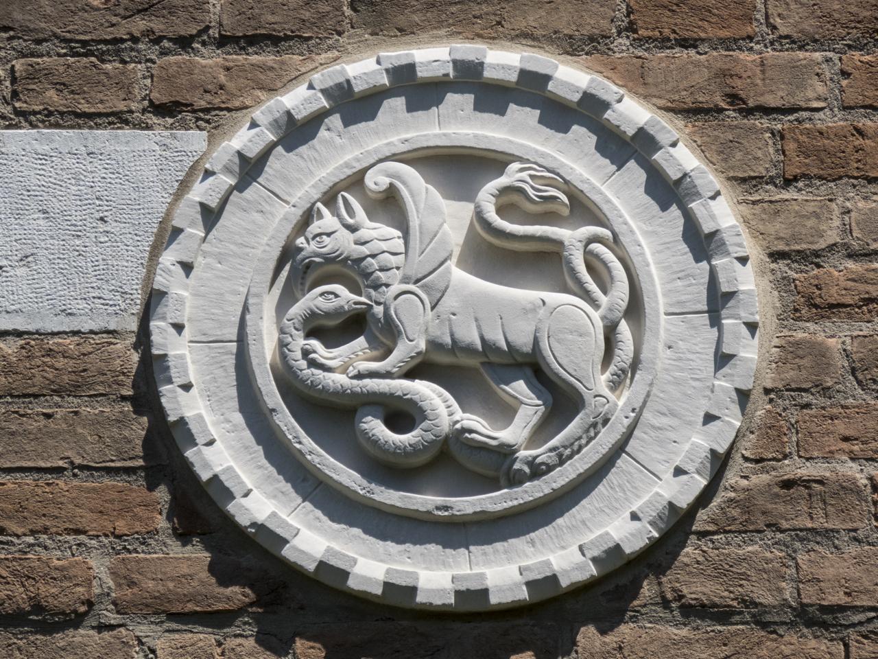 grifone, basilisco, motivi decorativi a dentelli (formella, serie) - ambito veneziano (sec. XX)