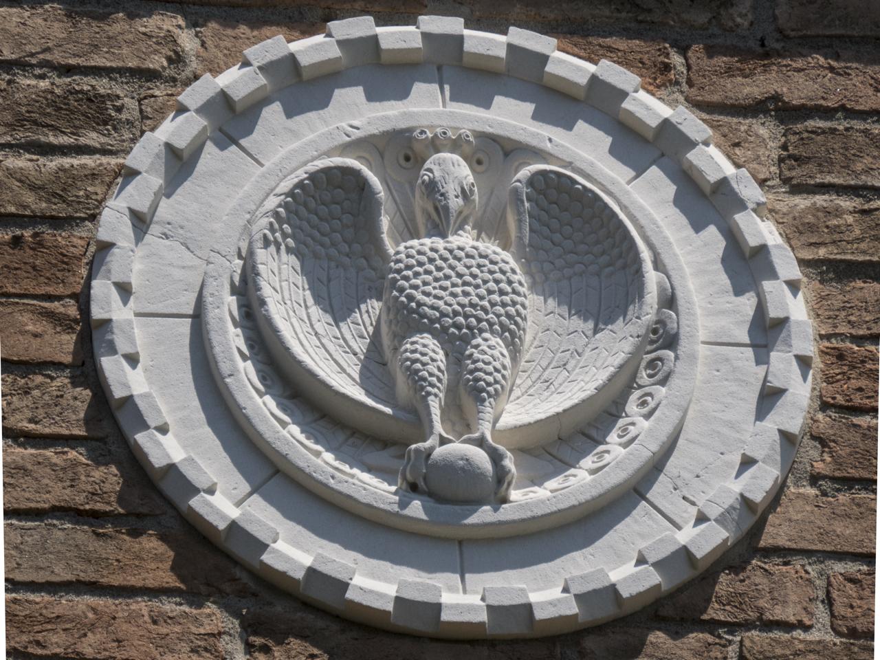 pavone, motivi decorativi a dentelli (formella, serie) - ambito veneziano (sec. XX)