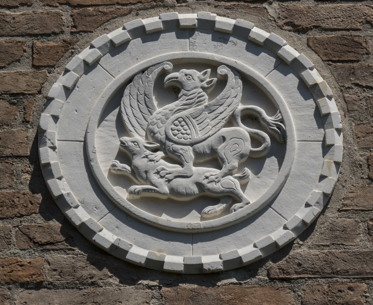 grifone, leporide, motivi decorativi a dentelli (formella, serie) - ambito veneziano (sec. XX)