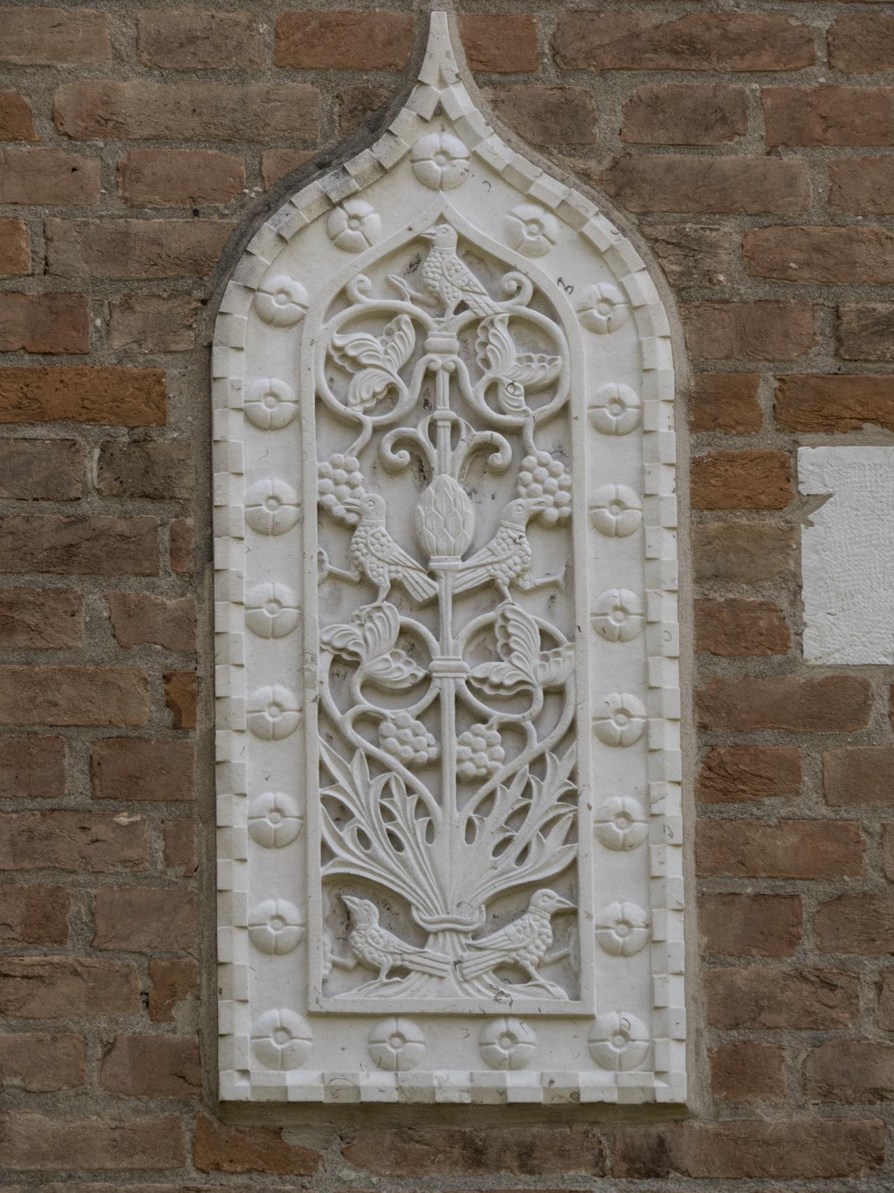 uccelli, albero, motivi decorativi a rosette e a dentelli (formella, serie) - ambito veneziano (sec. XX)