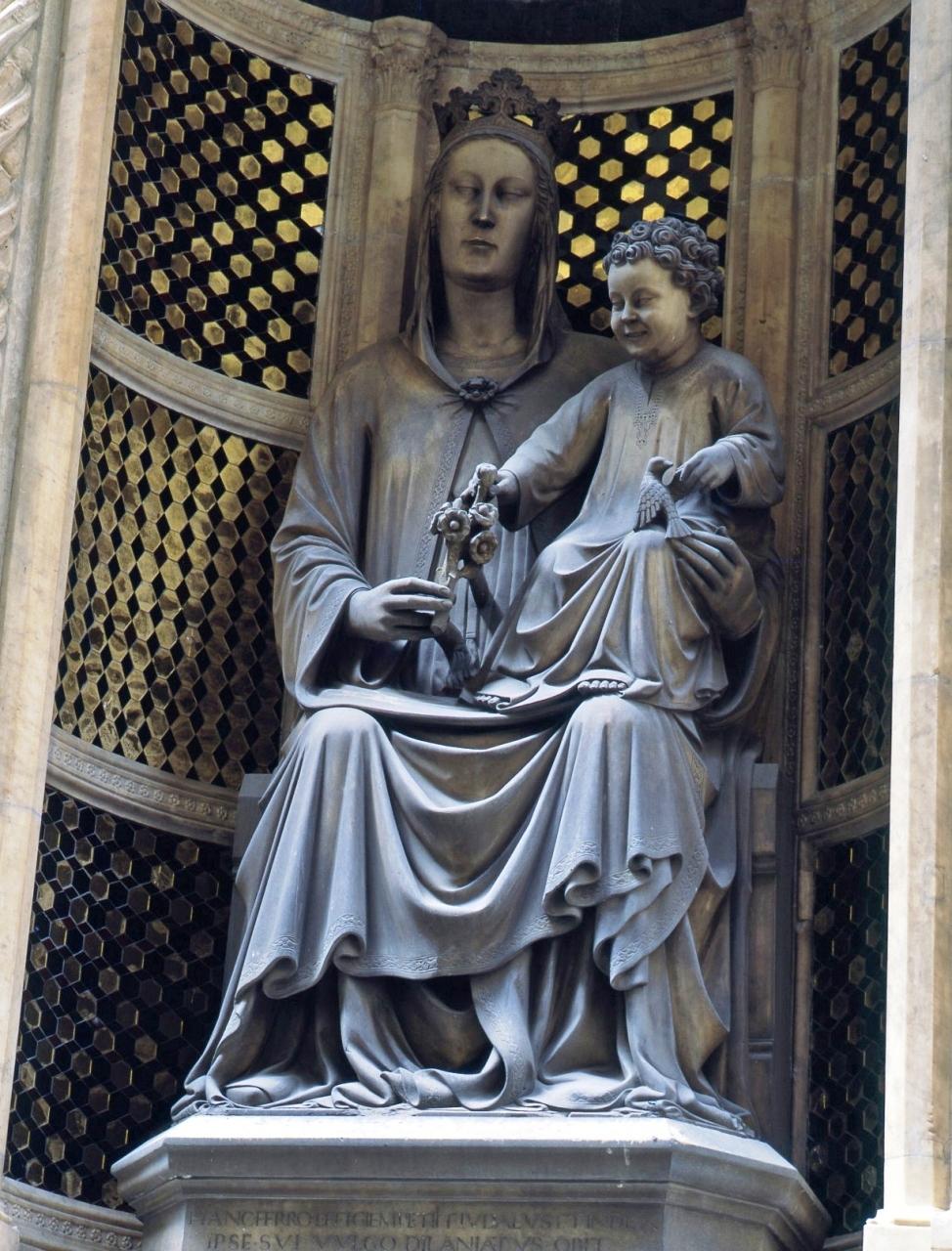 Madonna della Rosa, Madonna con Bambino (scultura) di Piero di Giovanni Tedesco (inizio sec. XV)
