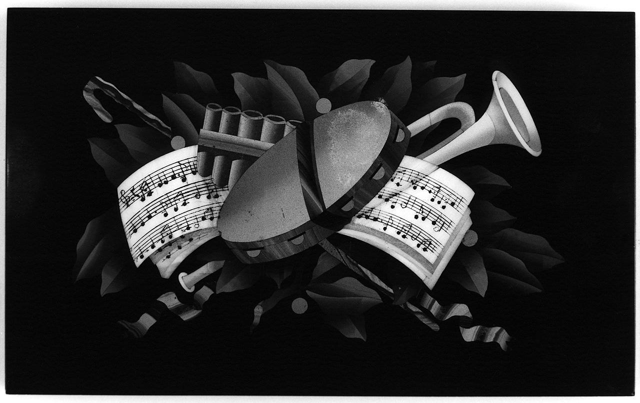 natura morta con strumenti musicali (formella) - bottega toscana (seconda metà sec. XIX)