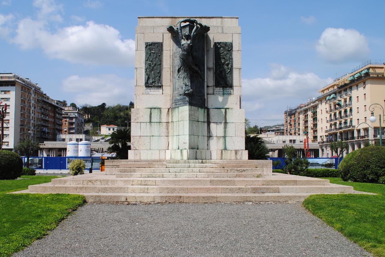 allegoria della Vittoria come donna vestita all'antica (monumento ai caduti) di Del Santo Angiolo, Ambrosini Arduino (XX, XX)
