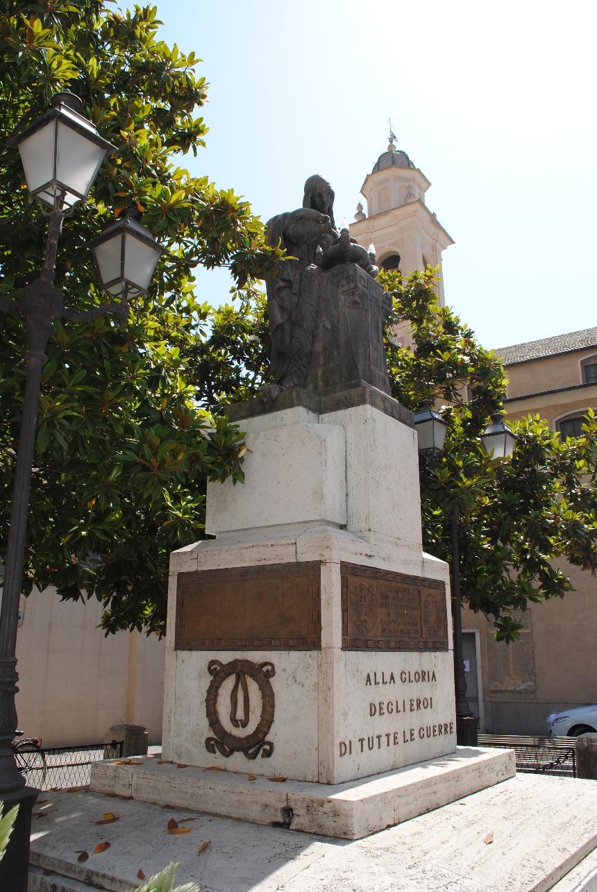 donna vestita all'antica (monumento ai caduti) di Mazzoni Giuseppe, Teobaldo Pinto (primo quarto XX)