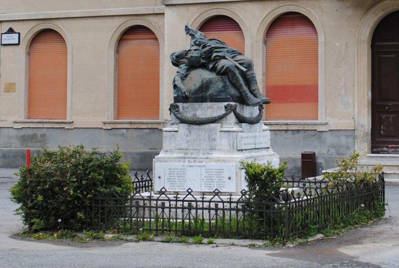morte del soldato (monumento ai caduti - ad ara) di Orengo Luigi (secondo quarto XX)