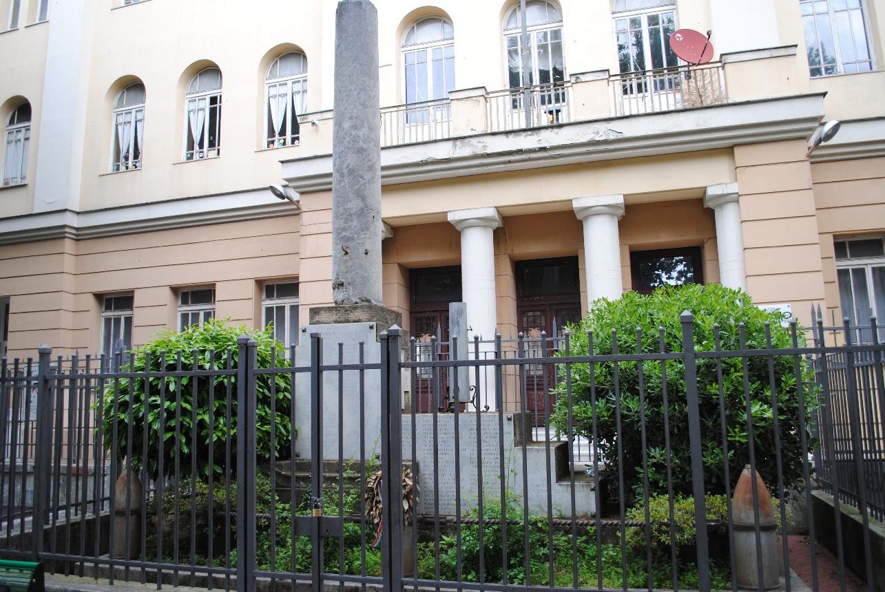 soggetto assente (monumento ai caduti - a colonna) di Micheletti Guido (primo quarto XX)