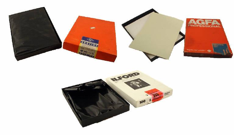 AGFA Gevaert Brovira BEH112/6 e BS1 BARYT/2, Ilford Ilfospeeder RC De luxe (carta fotografica, baritata e politenata, formato 17,8x24cm) di AGFA AG, Ilford (sec. XX)