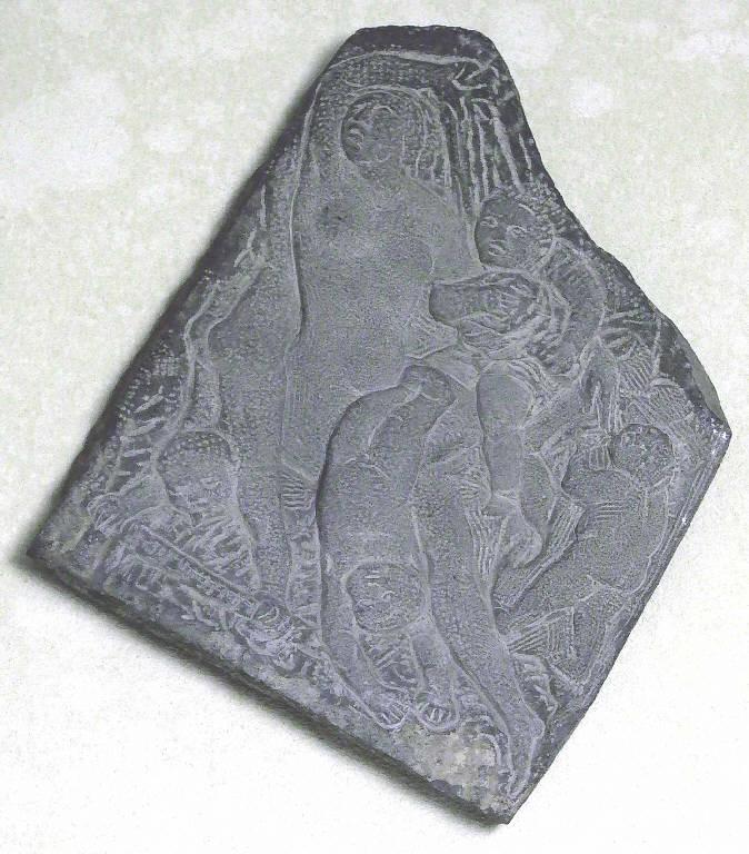 Il parto, Figura femminile con quattro bambini (scultura, opera isolata) di Pelati Vittorio (sec. XX)