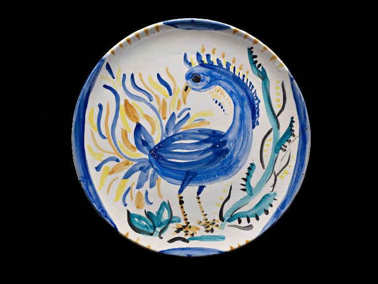 Piatto con decoro di pavoncello bleu, Piatto in ceramica decorato con un piccolo pavone (piatto, opera isolata) di Borio, Fernanda (metà sec. XX)