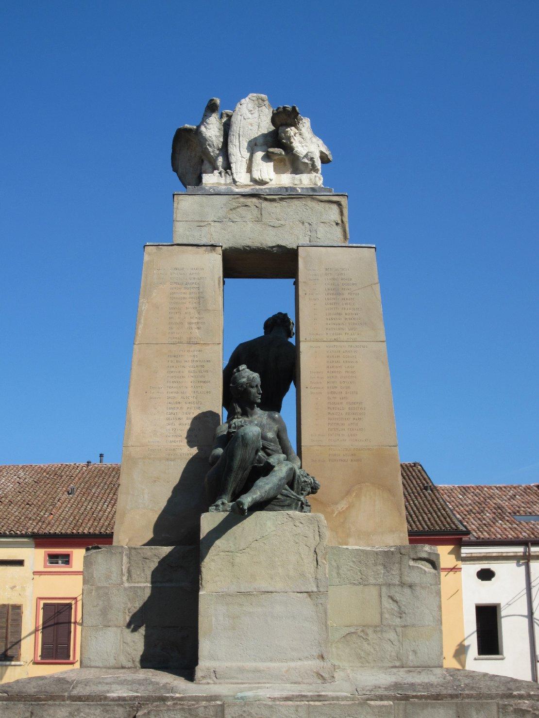 allegoria della Virilità, allegoria della Fertilità (monumento ai caduti) di Graziosi Giuseppe (sec. XX)