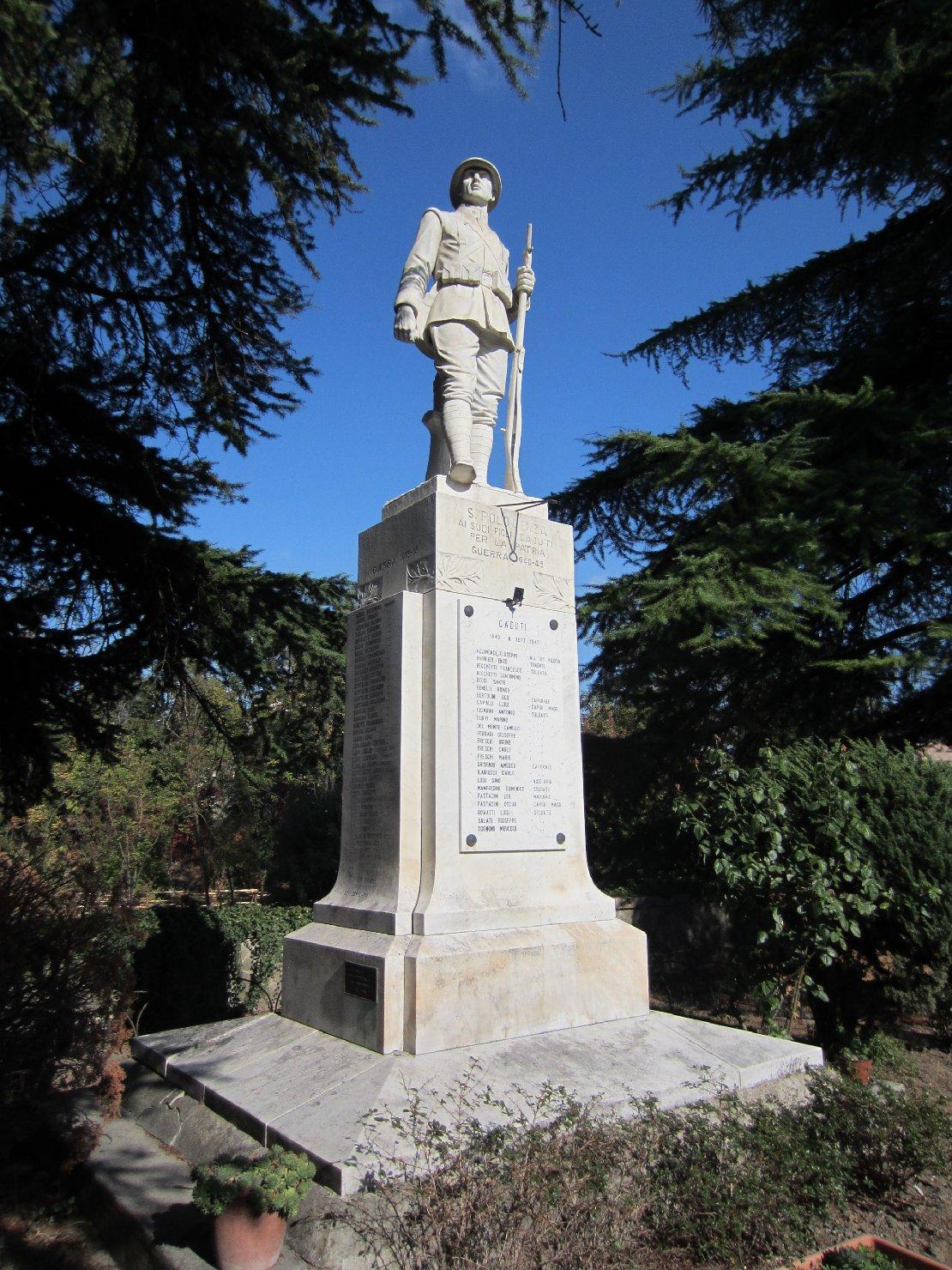 figura di soldato: fante (monumento ai caduti - a cippo) di Fieschi (sec. XX)