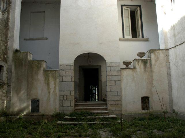 palazzo, nobiliare, plurifamiliare - Vinchiaturo (CB)