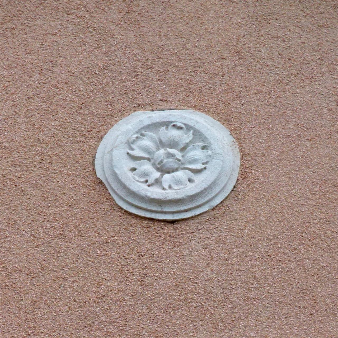 fiore (rilievo, opera isolata) - ambito veneziano (sec. XX)