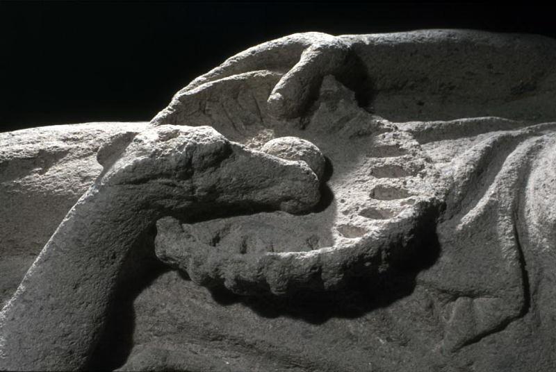 sarcofago con coperchio (fine IV sec. a.C)