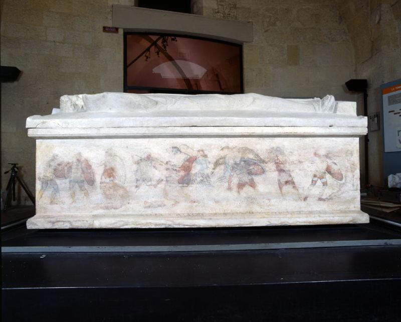 sarcofago con coperchio (metà IV sec. a.C)