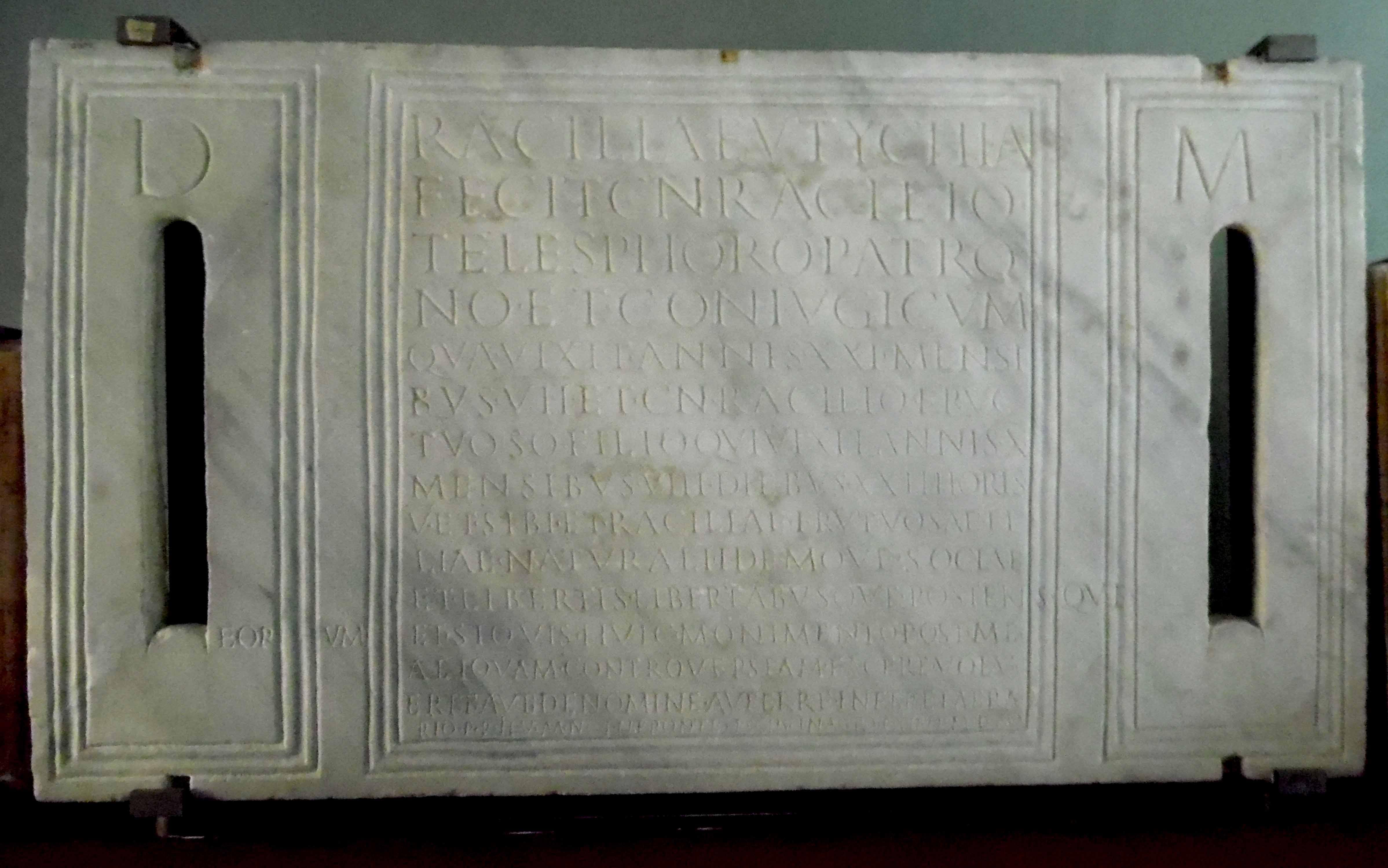 Iscrizione funeraria in marmo (Epigrafe) - ambito romano (II)