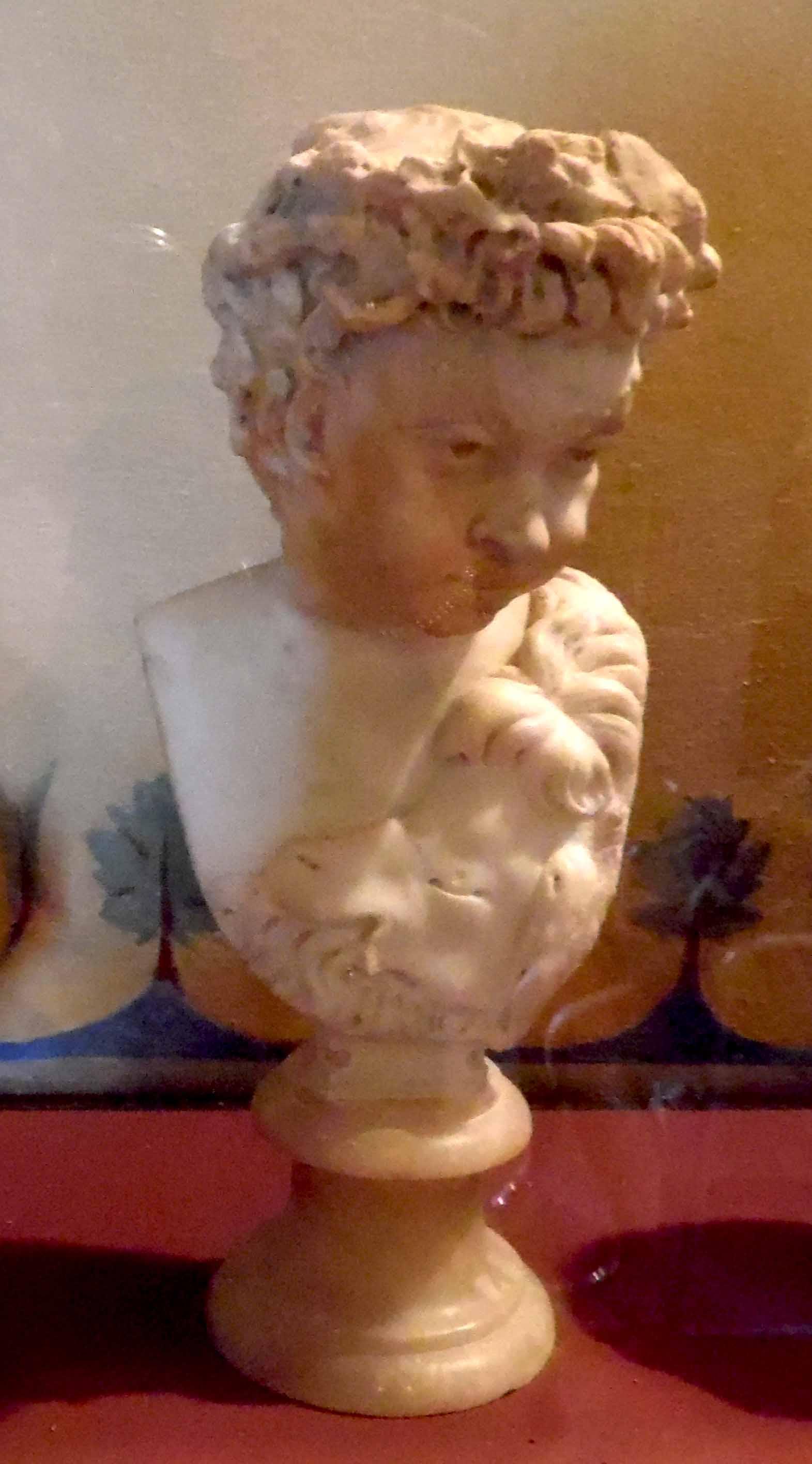Piccola statua ritraente figura maschile (statuetta) - ambito romano (seconda metà II)