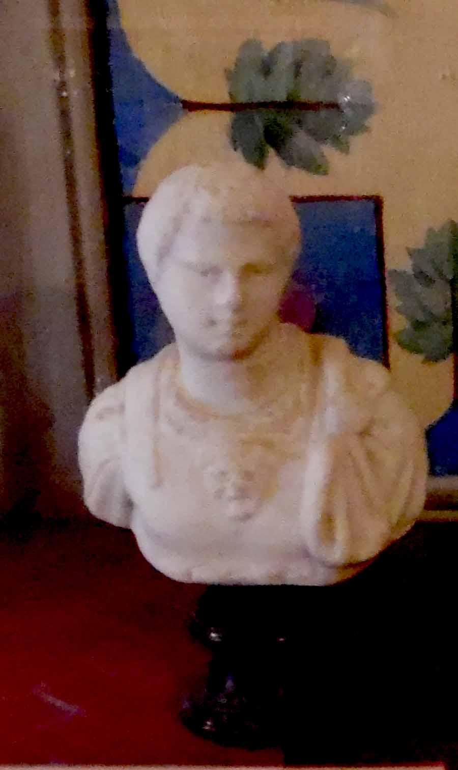 Piccola statua ritraente figura maschile (statuetta) - ambito romano (metà II)