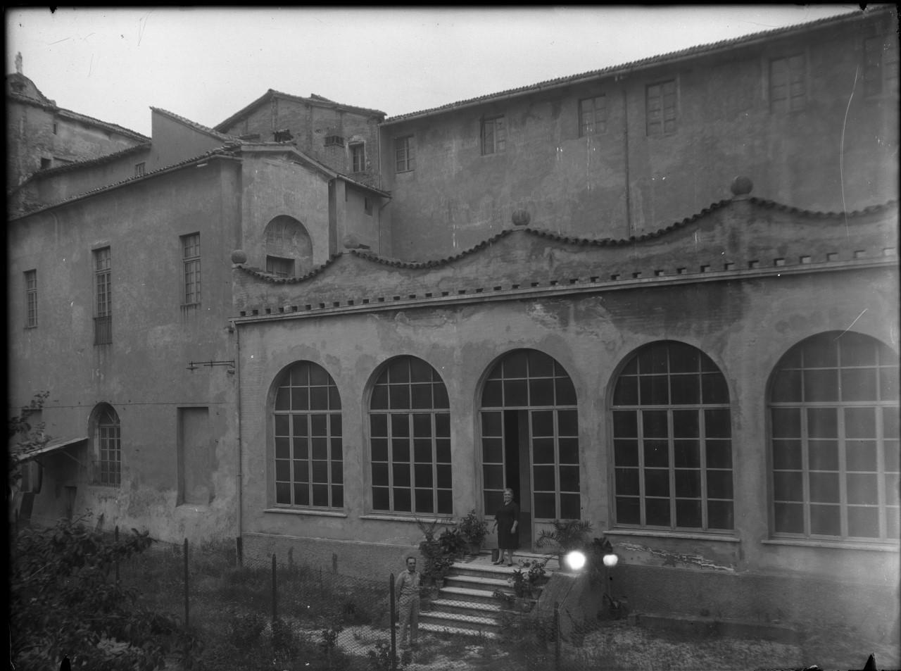 Sassuolo - Palazzo Ducale - Cortile d'onore (negativo, serie) di Goldoni, Antonio, Avanzini, Bartolomeo, Raggi, Antonio, Maschio, Lattanzio, Bosellini, Ludovico (XX)