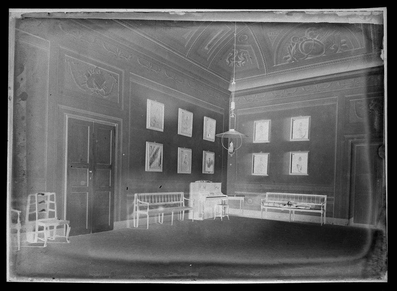 vedute dell'esterno e degli ambienti della villa di Poggio Imperiale a Firenze (negativo) di Anonimo (primo quarto XX)