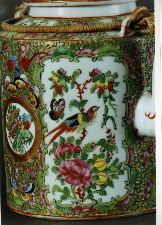 motivi decorativi vegetali e animali (teiera) - manifattura cinese (sec. XVIII, seconda metà)