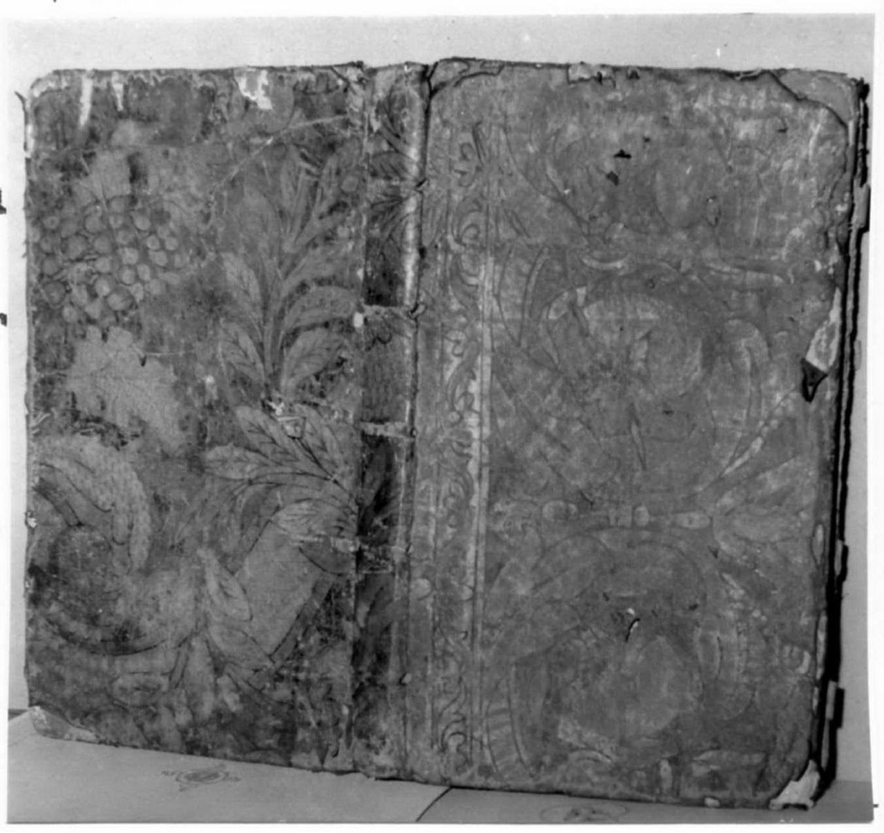 motivi decorativi vegetali (coperta di libro liturgico) - bottega spagnola (prima metà sec. XVI)