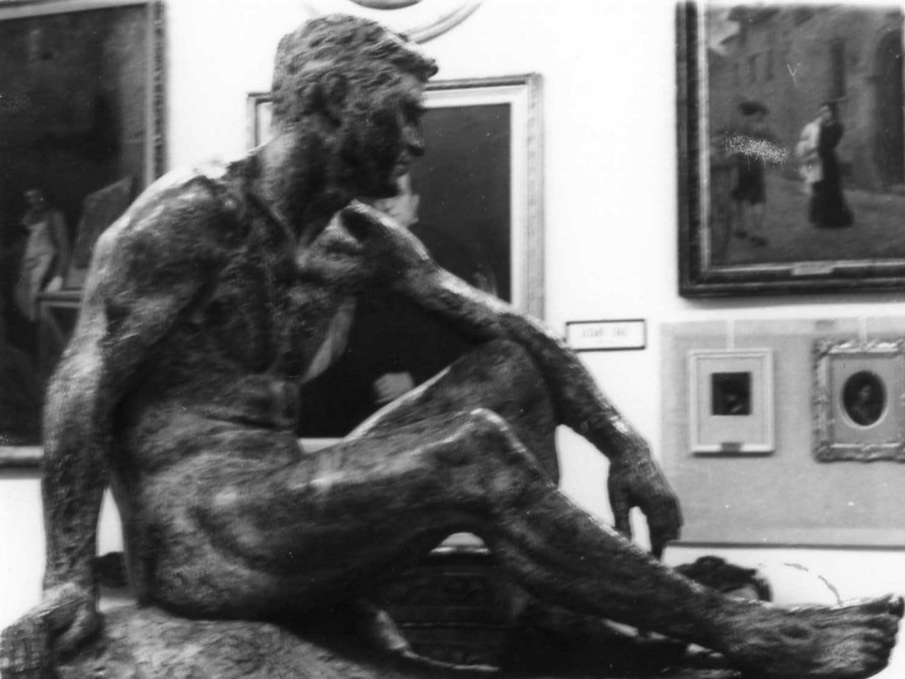 atleta in riposo (scultura) di Baraldi Renzo (sec. XX)