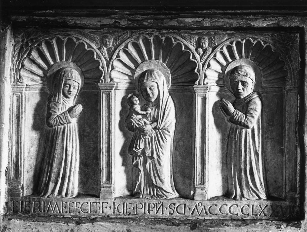 Madonna con Bambino tra San Benedetto e Santa Scolastica (rilievo) - ambito laziale (sec. XV)
