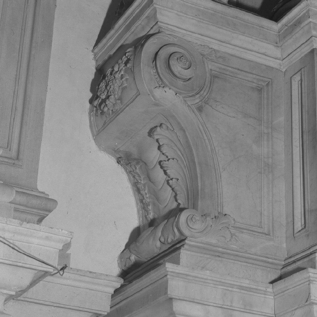 base di scultura, elemento d'insieme - ambito veneto (sec. XVIII)