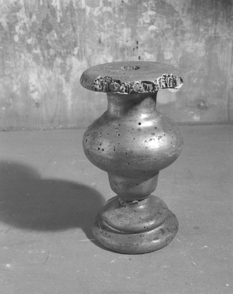 vaso d'altare con composizione floreale - bottega veneta (primo quarto sec. XIX)