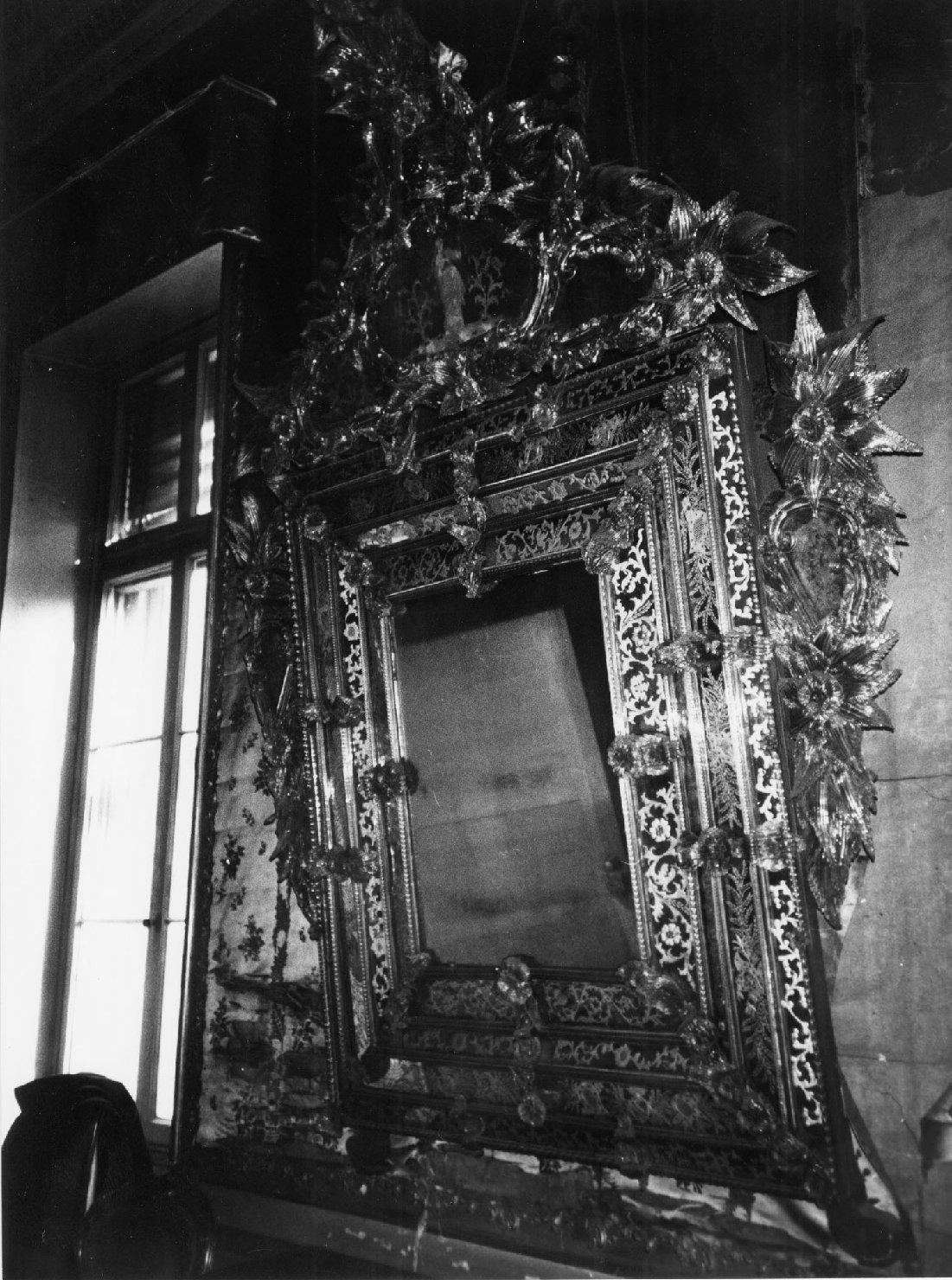 specchiera, opera isolata - ambito veneziano (metà sec. XVIII)