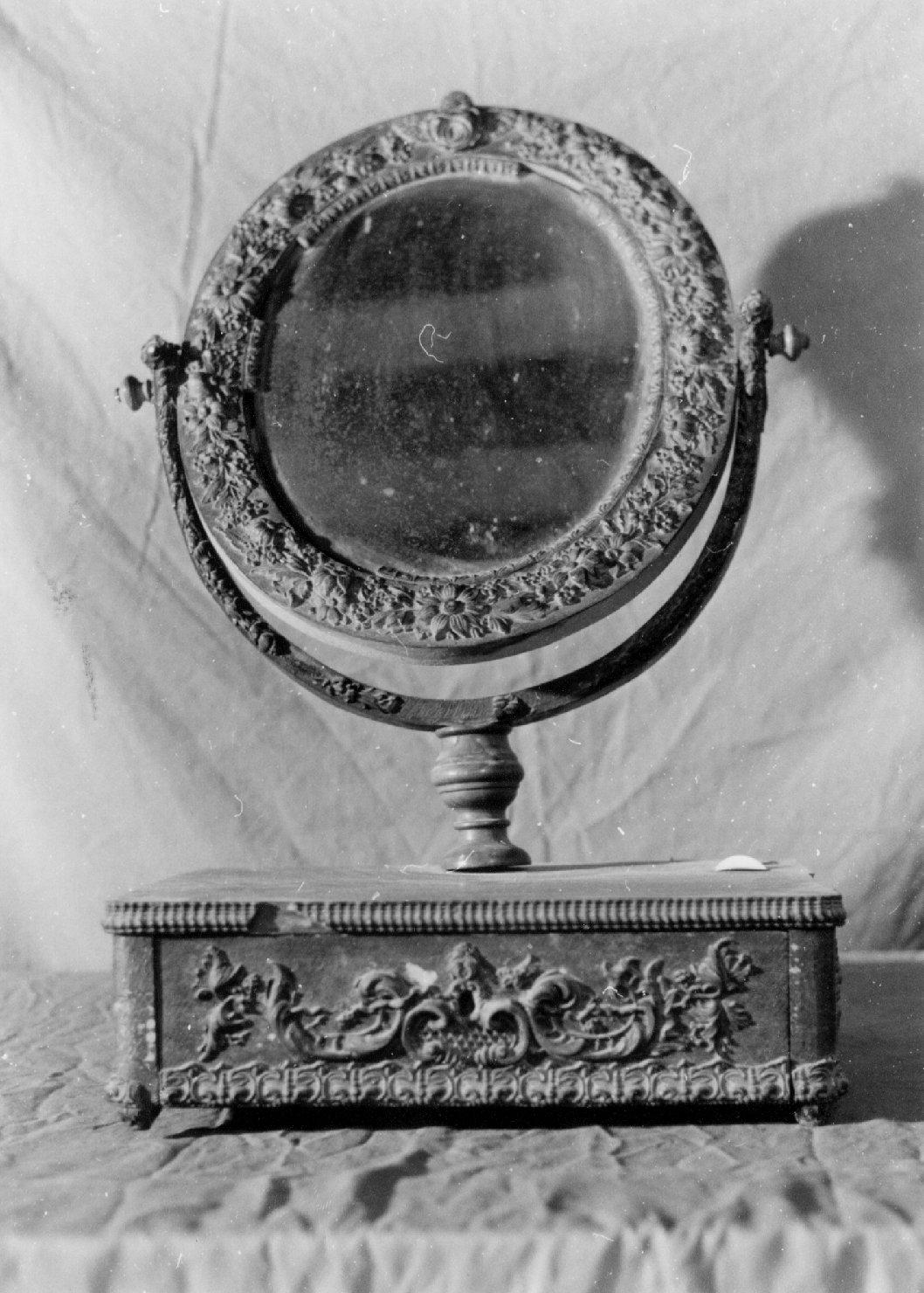specchiera girevole, opera isolata - manifattura Italia settentrionale (metà sec. XIX)