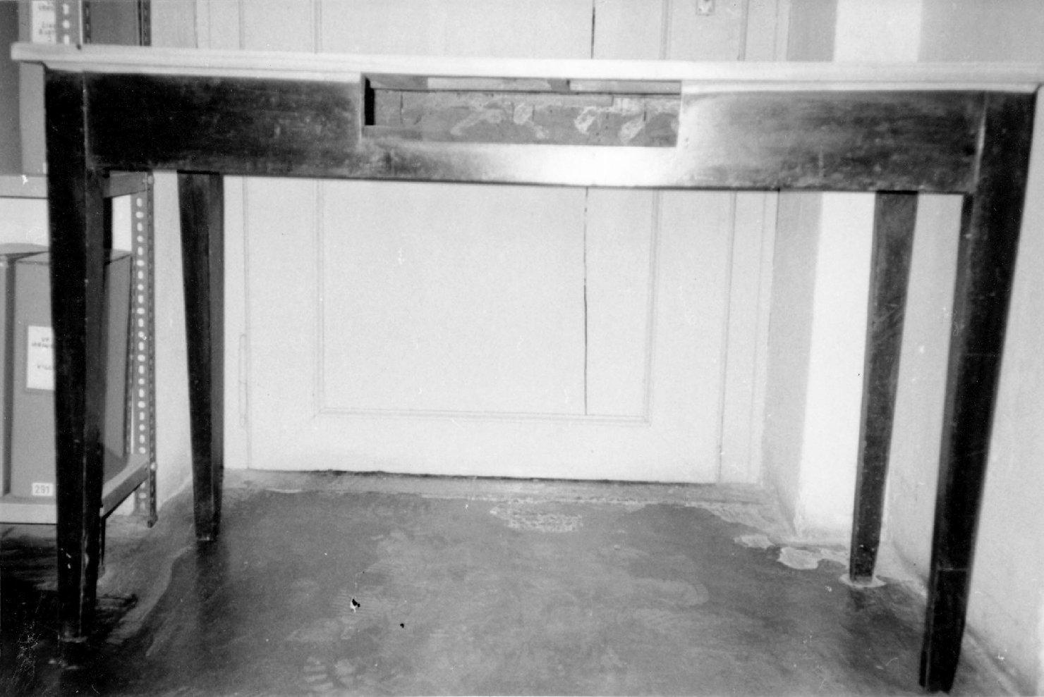tavolo, opera isolata - manifattura italiana (prima metà sec. XX)