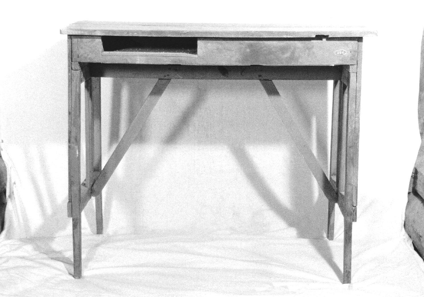 tavolino, opera isolata - manifattura Italia settentrionale (sec. XX)